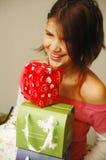 gåvaflicka som reciveing Fotografering för Bildbyråer