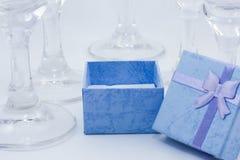Gåvor bland exponeringsglas royaltyfri fotografi