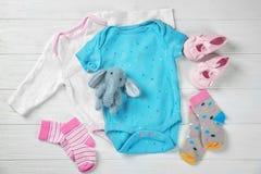 Gåvor för baby shower Arkivfoto