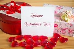Gåvor för dag för valentin` s Arkivbild