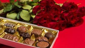 Gåvor för dag för valentin` s royaltyfri bild