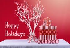 Gåvor för röd och vit jul Fotografering för Bildbyråer