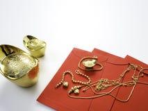 Gåvor i kinesiskt nytt år, guld arkivbild