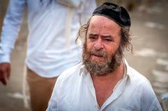 Âgé, pèlerin de hasid de mendiant sur la rue de ville Uman, Ukraine - 21 septembre 2017 : vacances Rosh Hashanah, nouvelle année  Photo libre de droits