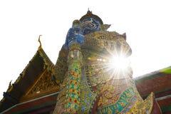 Géant de Wat Arun Ratchawararam et rayons de soleil Photo libre de droits
