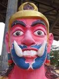 Géant devant le temple thaïlandais de porte, Hadyai, Thaïlande Photos libres de droits