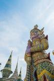 Géant pourpre chez Wat Phra Kaew Image libre de droits