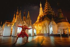 Géant Ramayo et pagoda de Shwedagon photos libres de droits