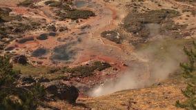 Géiser en Yellowstone almacen de metraje de vídeo