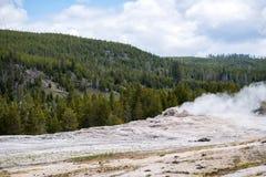 Géiser fiel viejo - parque nacional Yellowstone de Yellowstone nacional Imágenes de archivo libres de regalías