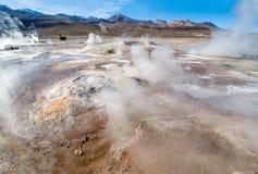 Géiseres del valle en el EL Tatio, Chile septentrional, Atacama Foto de archivo