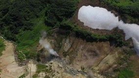 Géiseres en el ` de las fuentes del verano del `, Kamchatka almacen de video