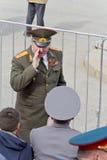 Général russe sur la célébration au défilé sur la victoire annuelle Photographie stock libre de droits