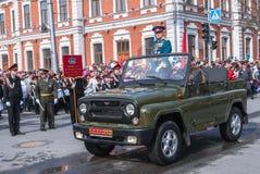Général sur SUV sur le défilé dans Tyumen Photographie stock libre de droits