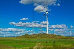 Générateur d'énergie éolienne d'Eco sur la prairie Photos libres de droits
