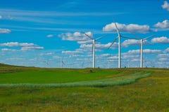 Générateur d'énergie éolienne d'Eco sur la prairie Photographie stock libre de droits