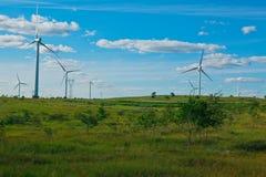 Générateur d'énergie éolienne d'Eco sur la prairie Image stock