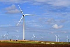Générateur de vent sur le cordon de ferme du Texas Photos stock