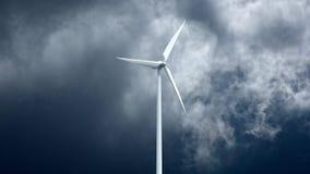 Générateurs d'énergie éolienne sur le fond de ciel Photographie stock libre de droits