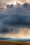 Générateurs de vent avec des nuages près d'Alzey, Palatinat, Allemagne Photos libres de droits