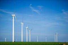 Générateurs de vent, moulins à vent, l'électricité Photographie stock