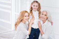 Générations d'arbre de la famille se reposant ensemble Images stock