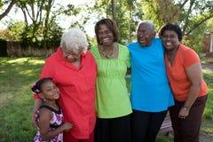 Générations des femmes d'Afro-américain Famille affectueuse photographie stock libre de droits