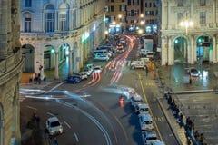 GÉNOVA, ITALIA - DICIEMBRE, 19 2015 - Feliz Año Nuevo y felices fuegos artificiales de Navidad Fotografía de archivo