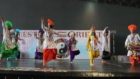 Génova Italy-09-03-2019: Danza de Bhangra en el festival del Oriente en Génova metrajes