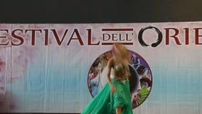 Génova Italy-09-03-2019: Danza de vientre en el festival del Oriente en Génova metrajes