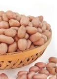 Gérmenes del cacahuete en cesta Fotos de archivo libres de regalías