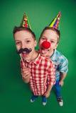 Gêmeos divertidos Fotos de Stock Royalty Free