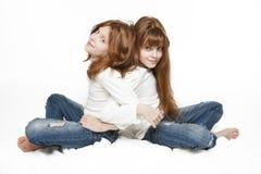 Gêmeos vermelhos da menina Imagem de Stock
