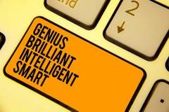 Gênio Smart inteligente brilhante da escrita do texto da escrita Conceito que significa a laranja brilhante inteligente do teclad ilustração stock