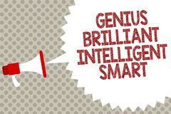 Gênio Smart inteligente brilhante do texto da escrita Conceito que significa o sp brilhante inteligente do altifalante do megafon ilustração royalty free