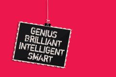 Gênio Smart inteligente brilhante do texto da escrita da palavra Conceito do negócio para o quadro-negro de suspensão da inteligê ilustração do vetor