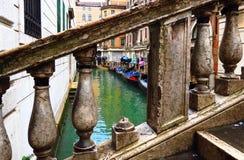 Góndola de Venecia, verjas Fotos de archivo