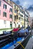 Góndola en el canal Venecia Imágenes de archivo libres de regalías