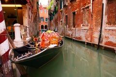 Góndola veneciana tradicional - Italia Imágenes de archivo libres de regalías