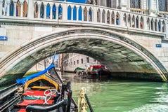 Góndola y puente, Venecia Imágenes de archivo libres de regalías
