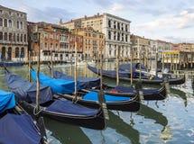 Góndolas en el canal grande en Venecia Imagen de archivo libre de regalías