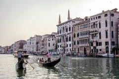 Góndolas en el canal magnífico, Venecia, Italia Fotografía de archivo libre de regalías