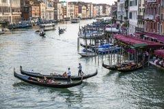 Góndolas en el canal magnífico, Venecia, Italia fotos de archivo libres de regalías