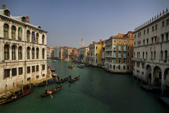 Góndolas en Venecia en el canal magnífico Fotos de archivo libres de regalías