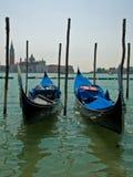 Góndolas en Venecia en la laguna veneciana Foto de archivo
