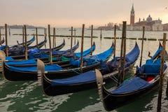 Góndolas en Venecia, Italia Foto de archivo