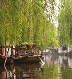Góndolas en Zhouzhuang China Foto de archivo