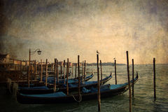 Góndolas que estacionan - Venecia, Italia Imagen de archivo