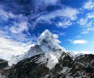 Góra Ama Dablam wśród chmur Obraz Royalty Free