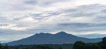 Góra Apo widzieć od Brgy jak Amakan, Buhangin Disrtict, Davao Zdjęcie Royalty Free